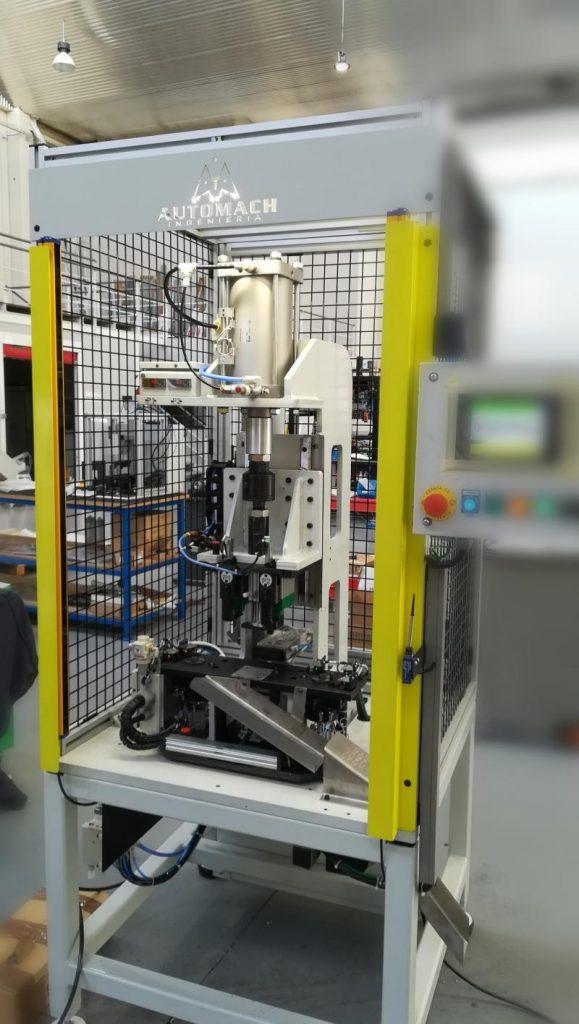 Automach. Remachado semiautomático