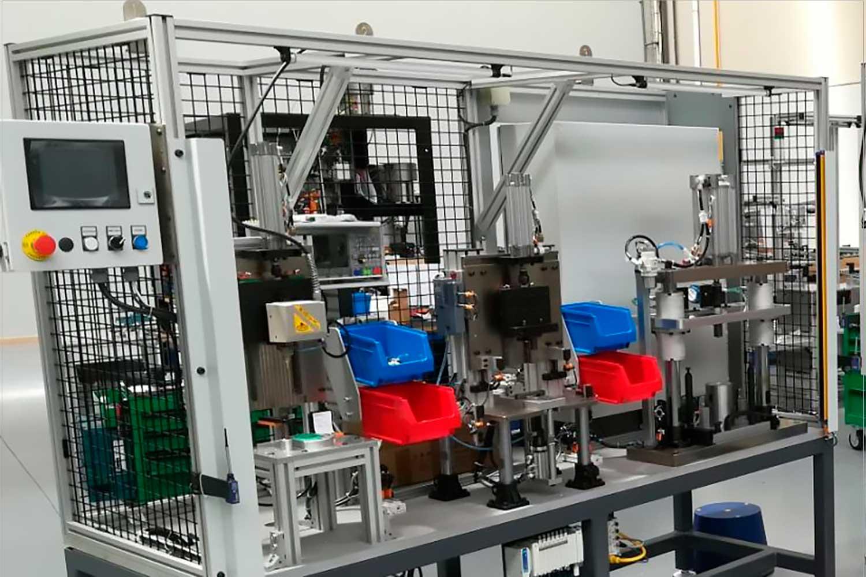 automach - célula de montaje